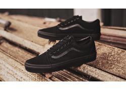 Giày Vans Classic đen – Thiết kế All Black tạo nên cá tính mạnh mẽ