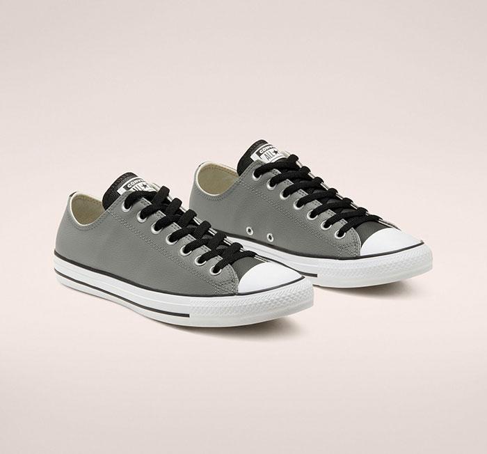 Converse màu xám- Item tiềm năng không giới hạn của giày thể thao