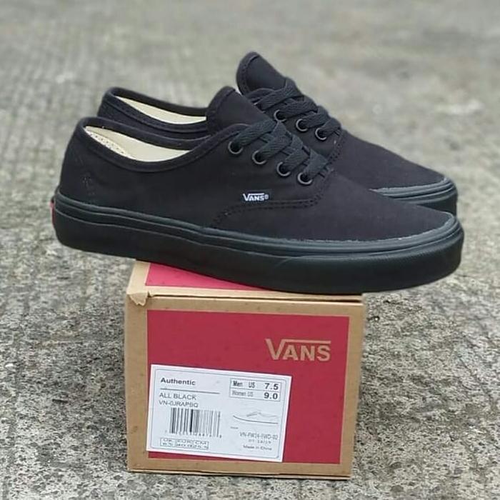 Mạnh mẽ và cá tính như những đôi giày Vans All Black