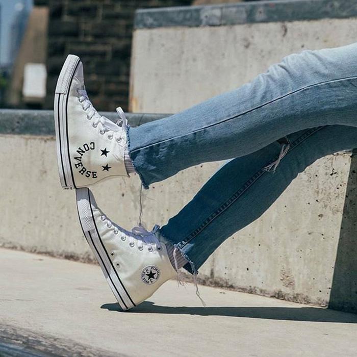 Converse Chuck Taylor All Star Cheerful siêu đáng yêu bên họa tiết mặt cười