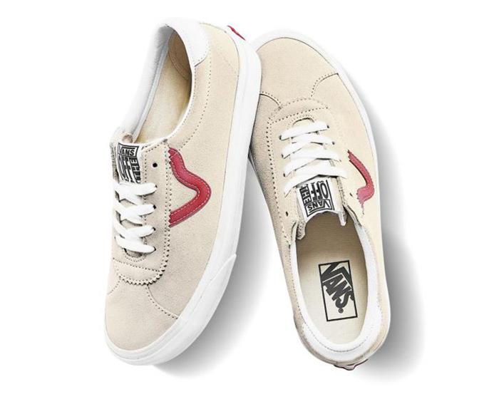 Giày Vans trắng sọc đỏ với điểm nhấn sidestripe thú vị